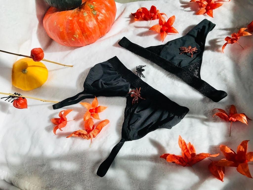 String et brassière noir Sans Prétention thème Halloween