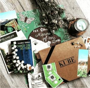 Carte cadeau pour offrir une box littéraire Kube pour adulte passionné pour un Noël éco-responsable